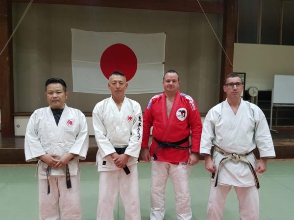Kimono rouge brodé